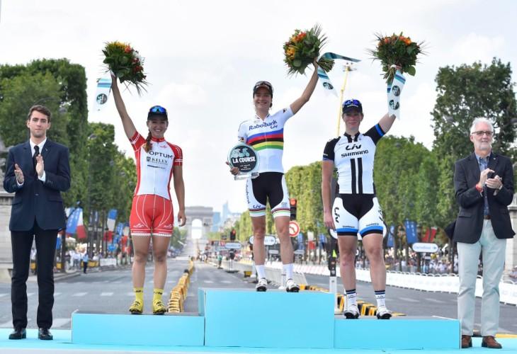 """""""La Course by Tour de France"""" a été organisée pour la première fois en 2014, et a été remportée par Marianne Vos (image via pelotonmagazine.com)"""