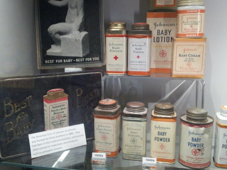 The evolution of Johnson&Johnson baby products' packaging