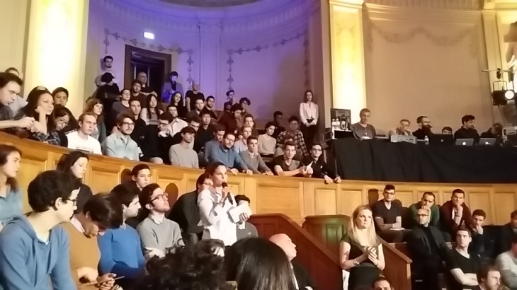 Then a dozen of other students asked questions about fossil fuel, technological advances, ways to act or even financing clean energy projects