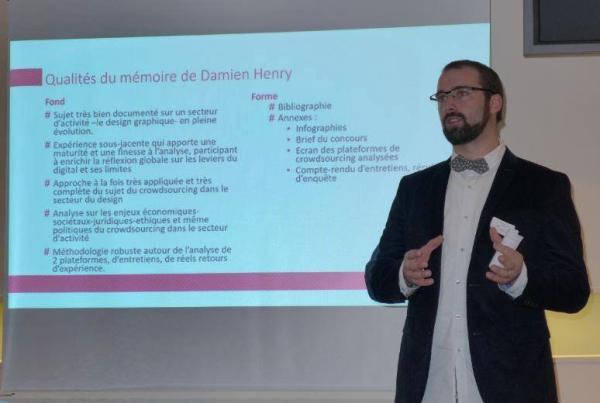 "Damien Henry presenting his work at the ""Prix du Mémoire Digital"" in Paris, France"